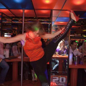 Hausfrauen- und Hausmänner-Strip im Klax in Dresden