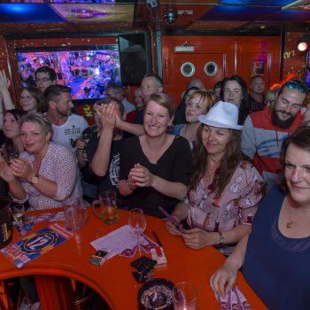Hausfrauen- und Männer-Strip in der Nachtbar KLAX in Dresden